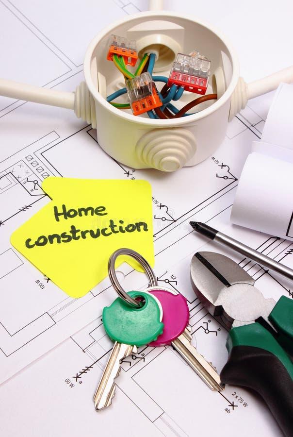 Casa del papel amarillo, de llaves, de la caja eléctrica y del dibujo de construcción imagen de archivo libre de regalías