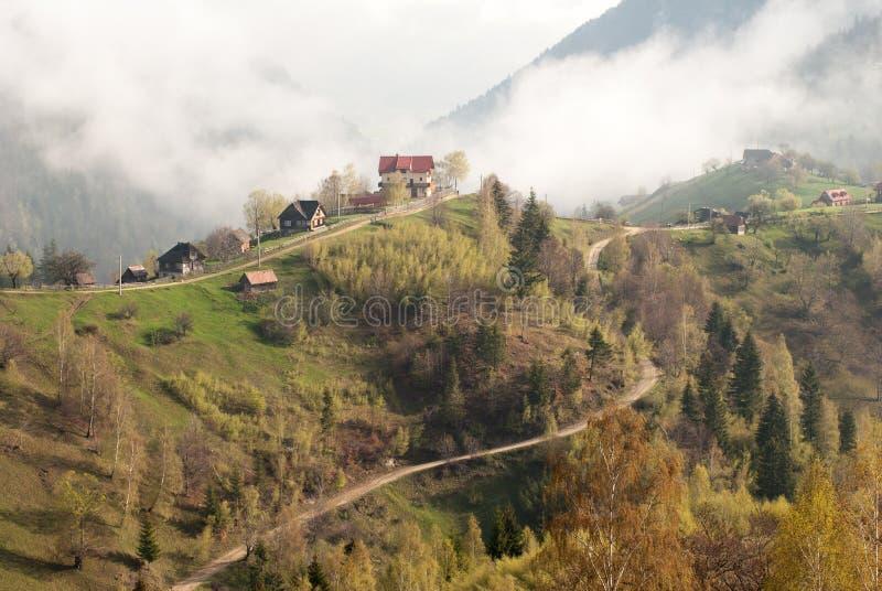 Casa del pueblo de montaña imagenes de archivo