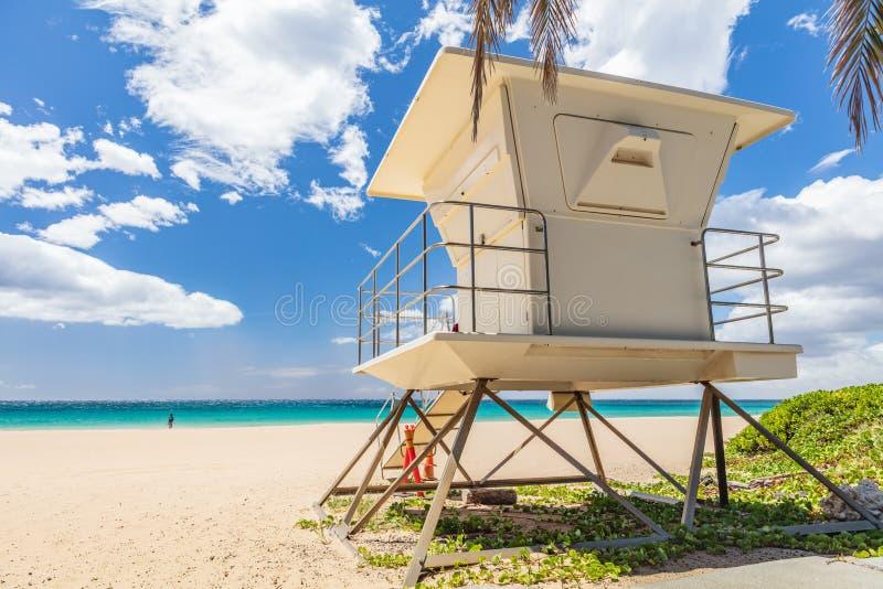Casa del salvavidas de la playa el vacaciones de verano de la playa de Hawaii fotos de archivo