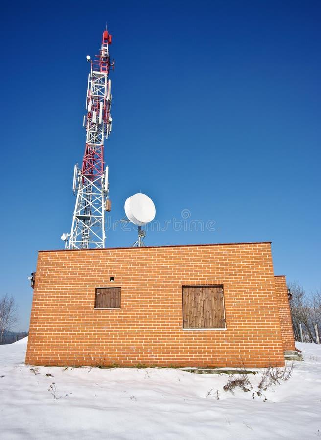 Casa del transmisor y del ladrillo rojo foto de archivo