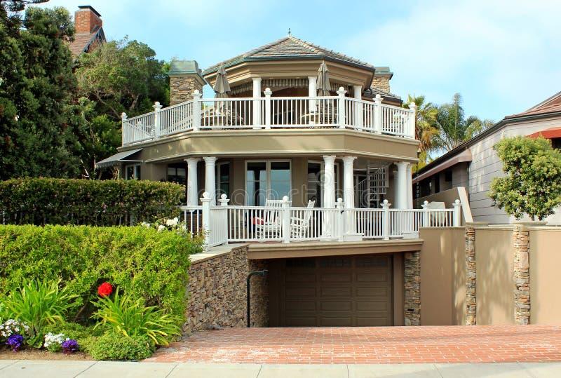 Casa del Tri-Livello fotografia stock
