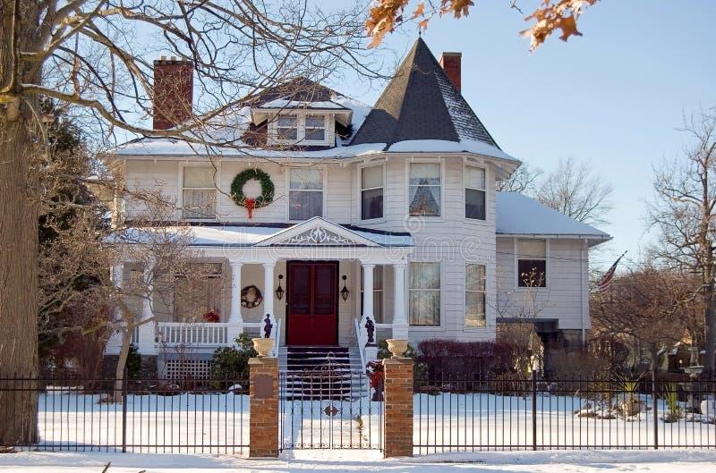 Casa victoriana de la Navidad imagen de archivo