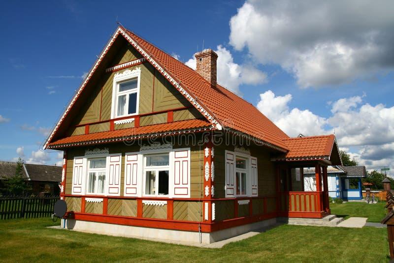 Casa del villaggio di stile tradizionale fotografia stock libera da diritti
