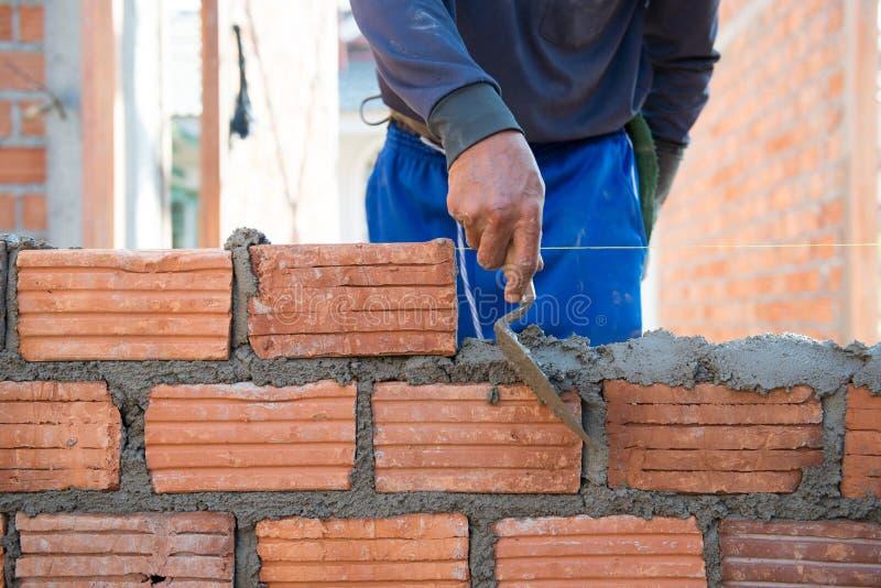 Casa della muratura della costruzione del lavoratore wal immagine stock libera da diritti