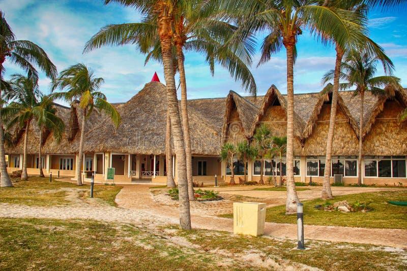 Casa della paglia sulla spiaggia Varadero in Cuba fotografia stock