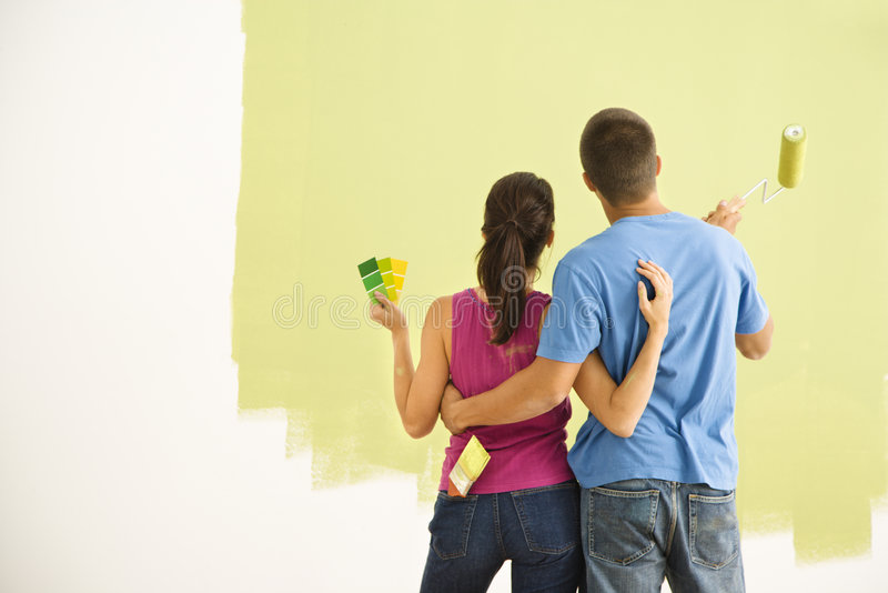 Casa della pittura delle coppie. immagini stock