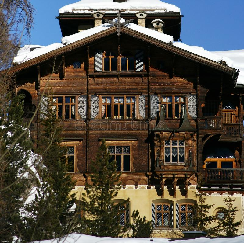 Casa della st moritz immagine stock immagine di inverno for Design della casa libera