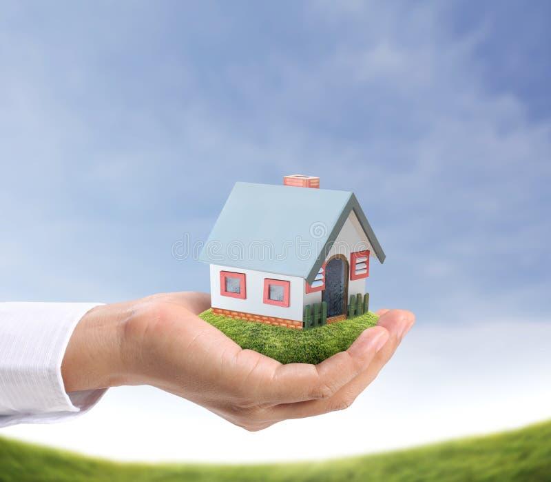 Download Casa della tenuta illustrazione di stock. Illustrazione di miniatura - 30831368