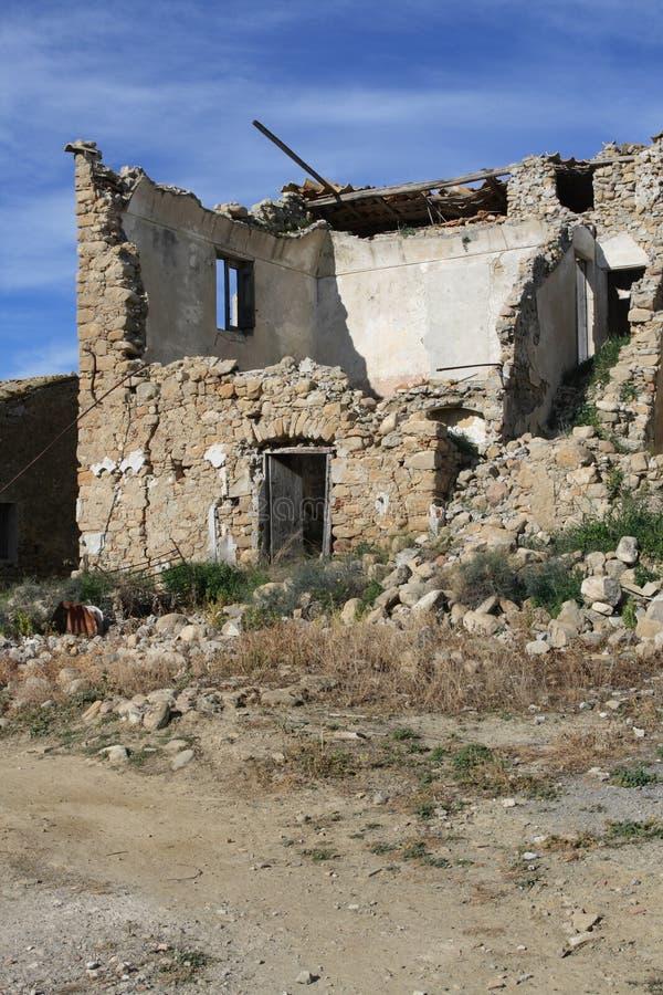 Casa desmenuzada vieja imagen de archivo