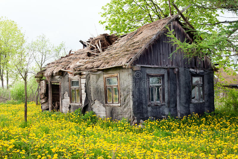 Casa desorganizado da casa de campo imagens de stock royalty free