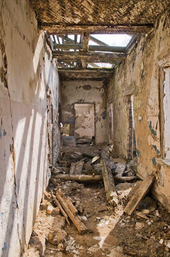 A casa destruída imagens de stock