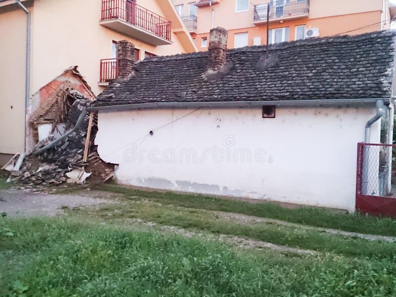 Casa destruída como o resultado da inundação terrível imagem de stock