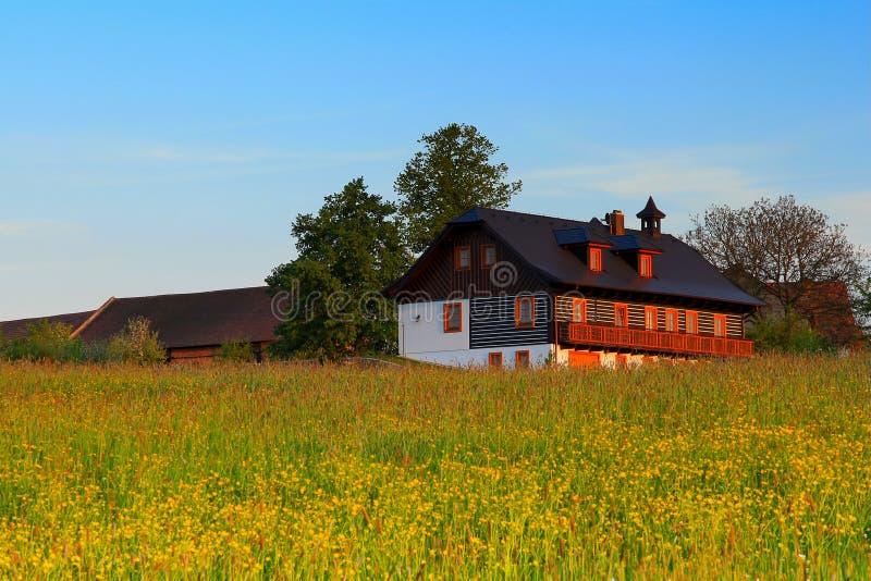 Casa di campagna di estate fotografia stock
