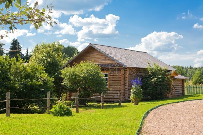 Casa di campagna di legno immagine stock libera da diritti
