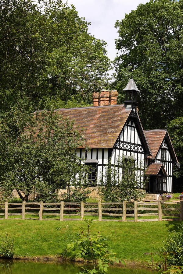 Casa di campagna inglese fotografie stock libere da for Design di casa di campagna inglese