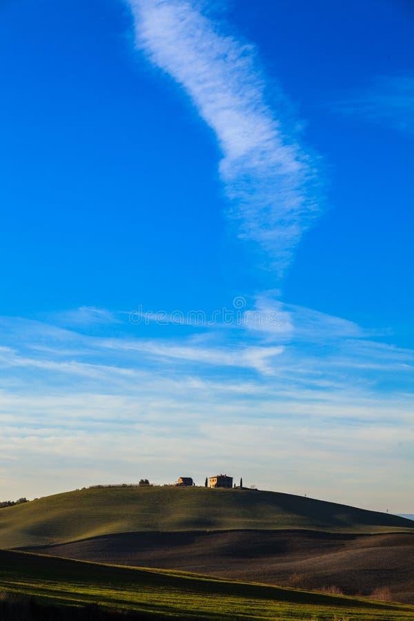 Casa di campagna in toscana fotografia stock immagine di for Piani di campagna in collina