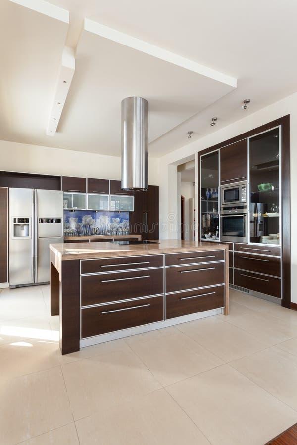Casa Di Classe - Cucina Contemporanea Immagine Stock - Immagine di ...
