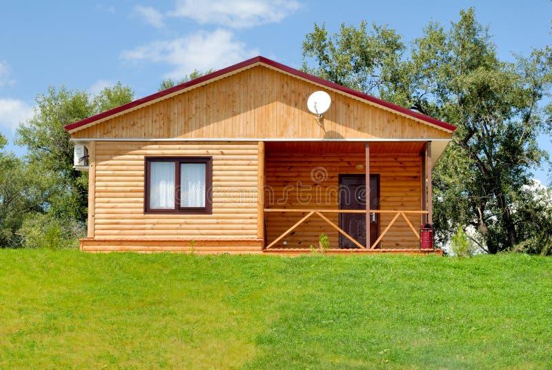 Download Casa di legno fotografia stock. Immagine di sobborgo, architettura - 7304488