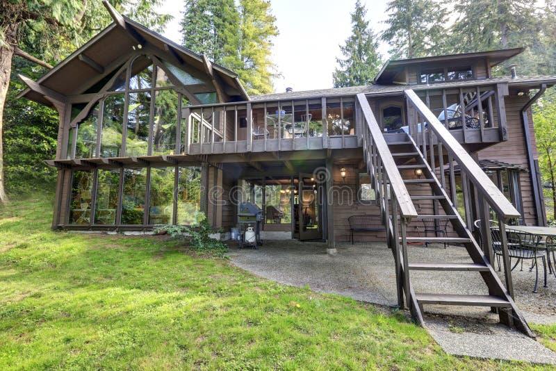 Casa di legno della campagna moderna con le grandi for Download gratuito di piani casa moderna