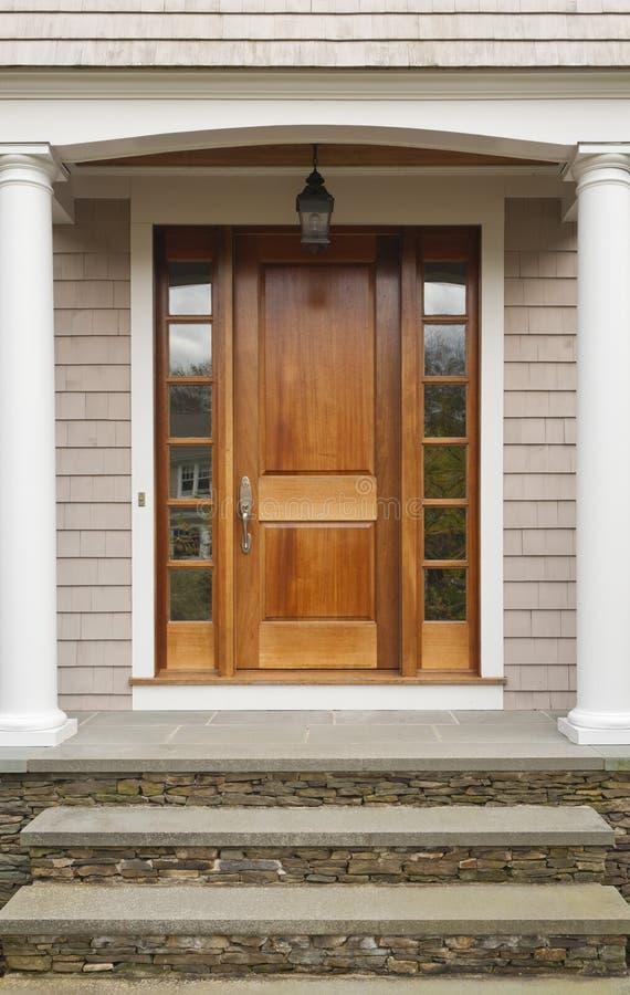 Casa di legno delle entrate principali fotografie stock