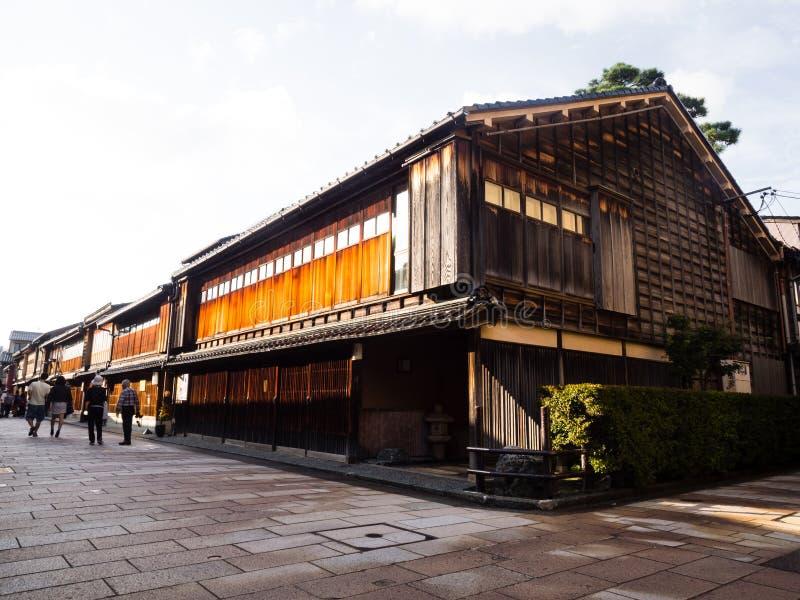 Casa di legno giapponese tradizionale fotografia stock for Casa in legno tradizionale