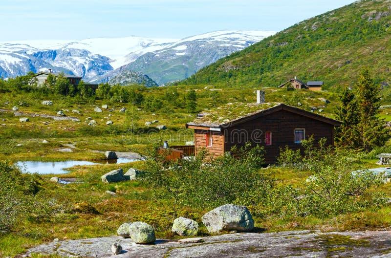 Casa di legno in montagna di estate norvegia fotografia - Comprare casa in norvegia ...