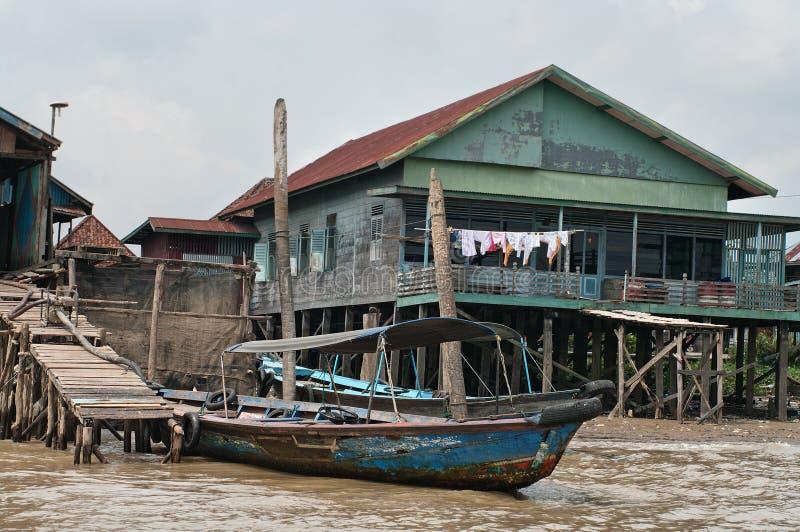 Casa di legno sui mucchi a Palembang, Sumatra, Indonesia fotografia stock libera da diritti