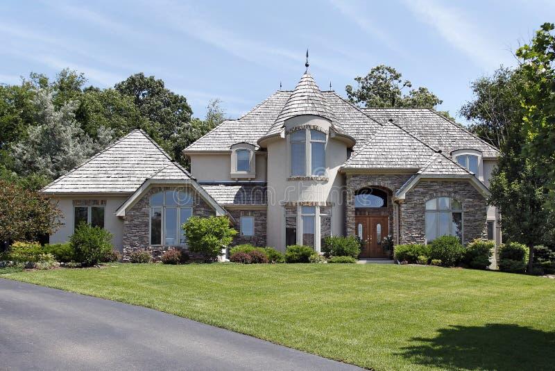 Casa di lusso con la torretta fotografie stock immagine for Fotografie di case