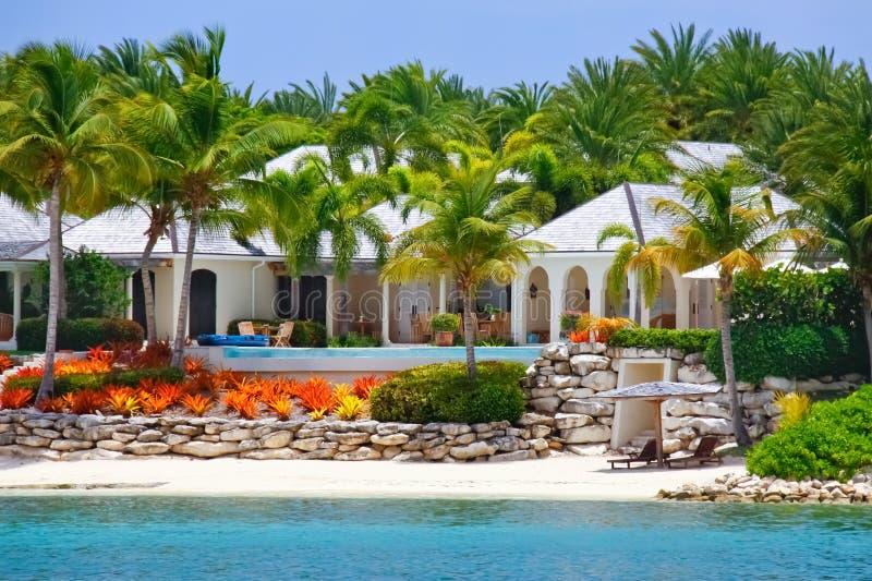 Casa di lusso di lungomare con il raggruppamento sull'Antigua immagine stock libera da diritti