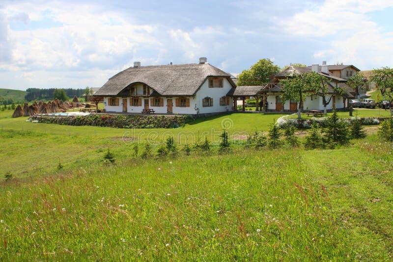 Casa di vecchio stile in campagna fotografia stock