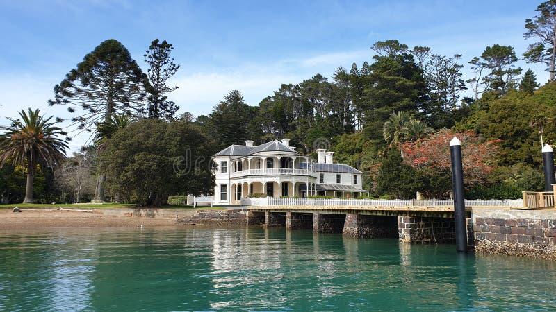 Casa di villa, isola di Kawau, Nuova Zelanda fotografia stock libera da diritti