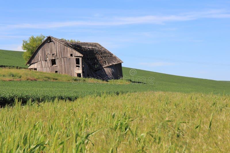 Casa dilapidada de la granja imagenes de archivo