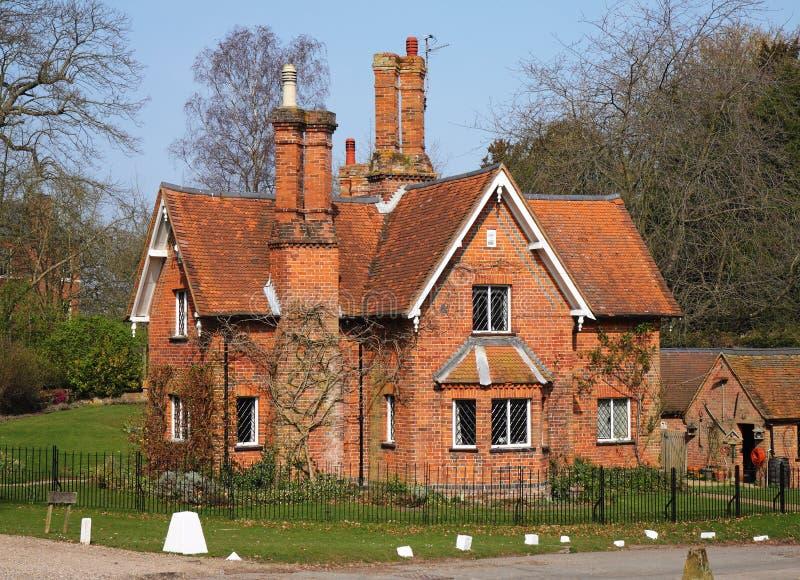 Casa do alojamento do inglês de Traditioanl fotos de stock