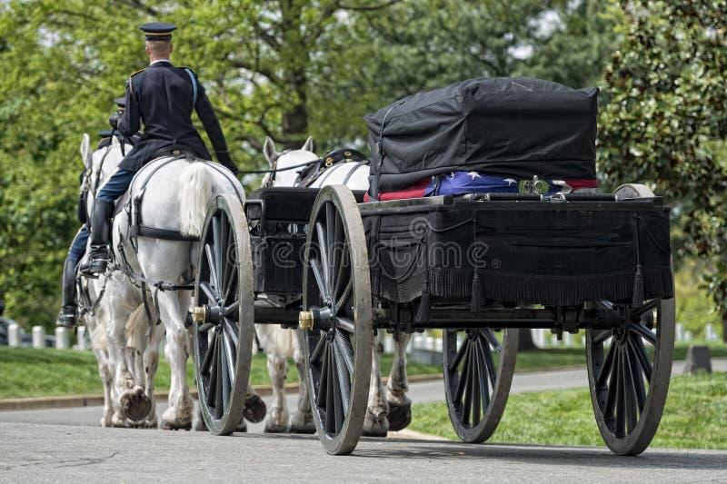 Casa do branco da C C , EUA - MAIO, 2 2014 - funeral marinho do exército dos EUA no cemitério de Arlington imagem de stock royalty free