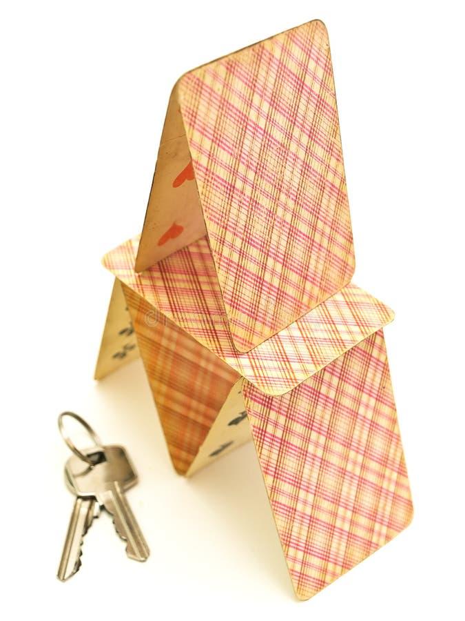 Casa do cartão com chaves fotografia de stock royalty free