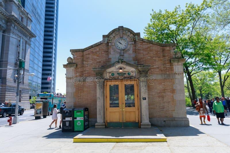 A casa do controle de Boliches Green, uma entrada histórica do metro, em mais baixo manhattan, NYC fotos de stock