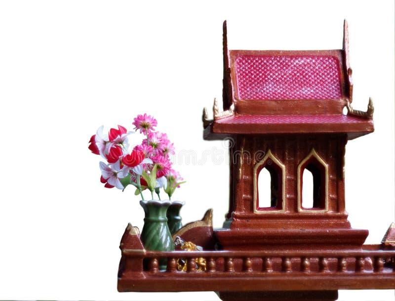 Casa do espírito em Tailândia com vasos de flor fotografia de stock