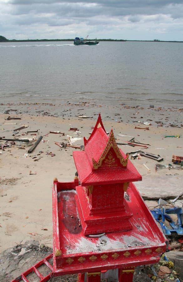 Casa do espírito na praia, Tailândia foto de stock