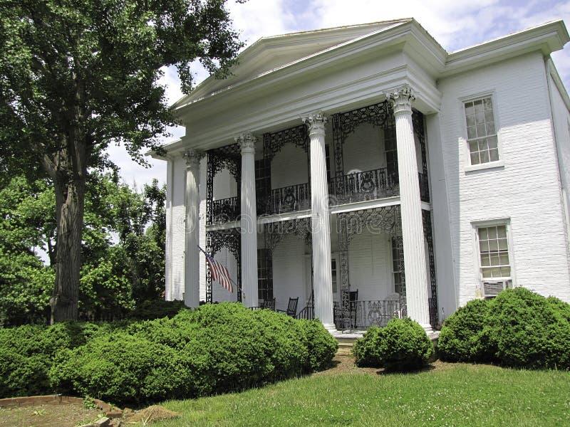Casa do estilo da plantação foto de stock royalty free