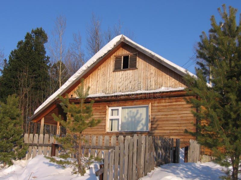 Casa do inverno em Sibéria fotos de stock royalty free