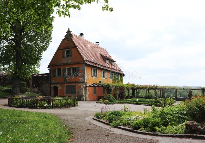 A casa do jardim nos jardins do der Tauber do ob de Rothenburg, Alemanha fotografia de stock royalty free