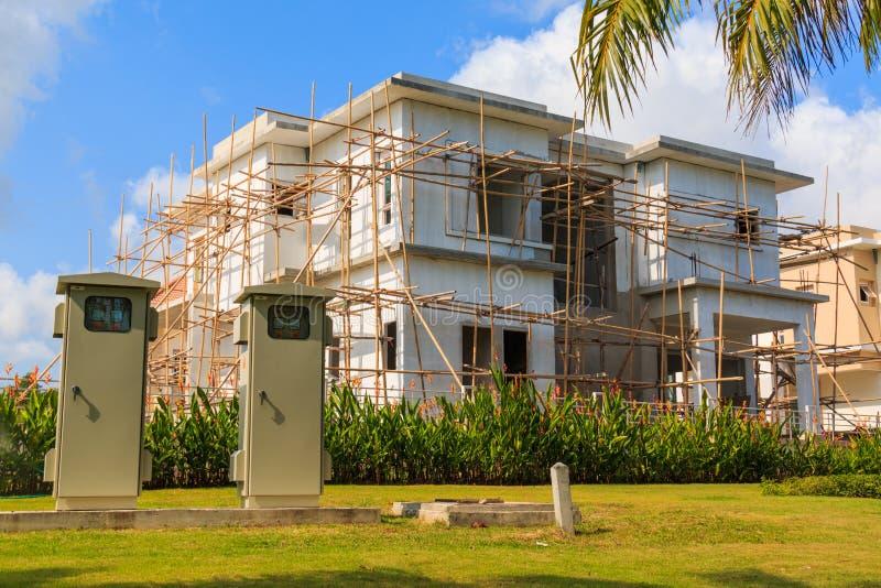 Casa do modelo novo que está sendo construída imagem de stock royalty free
