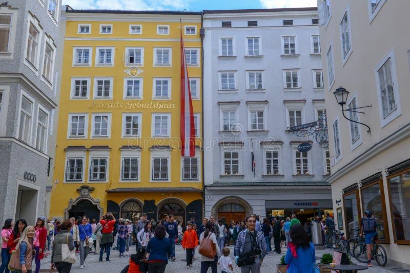 Casa do nascimento de Wolfgang Amadeus Mozart em Salzburg, Áustria imagens de stock