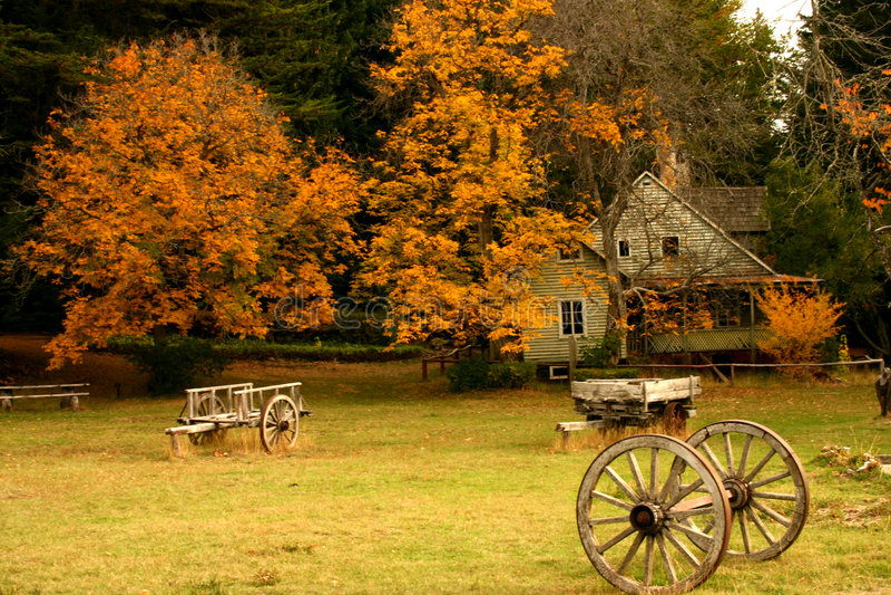 Casa do outono imagens de stock