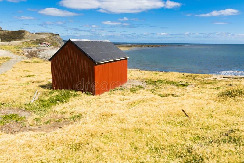 A casa do pescador perto da costa de Tierra del Fuego fotografia de stock royalty free