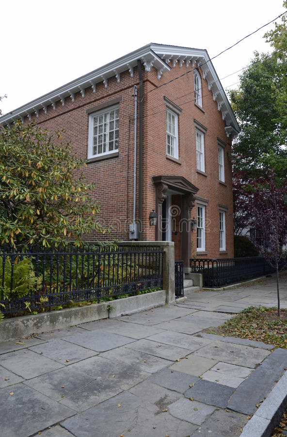 Casa do tijolo vermelho em Stonington Connecticut fotografia de stock