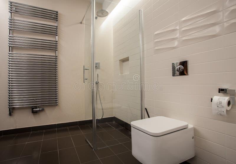 Casa do travertino - banheiro fotos de stock