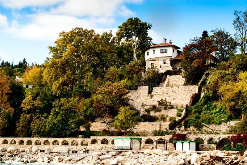 Casa do vinho no palácio da rainha romena Maria em Balchik em Bulgária. fotos de stock