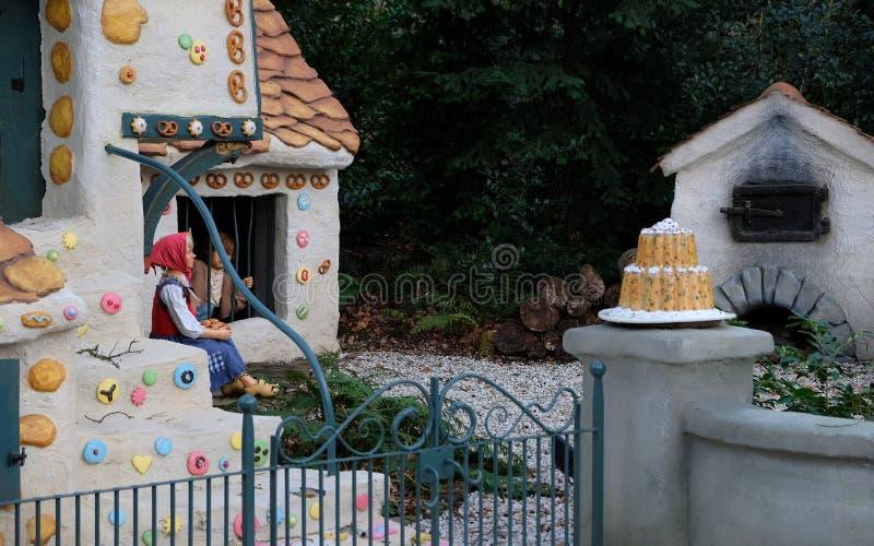 A casa doce do conto de fadas Hansel e Gretel no parque temático Efteling Mola imagem de stock royalty free