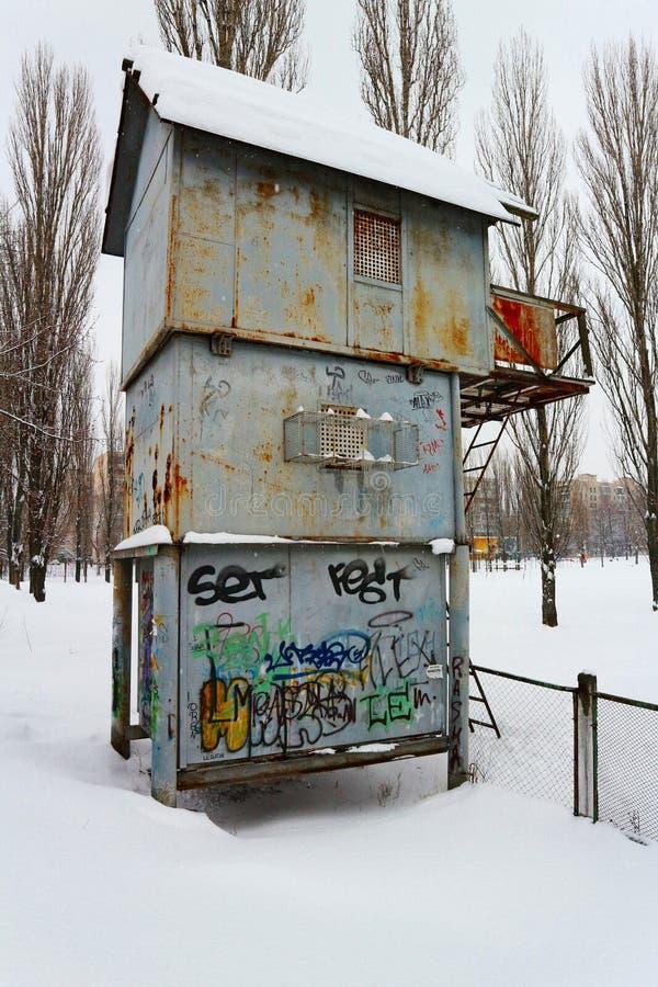Casa dos pássaros de Snowly fotografia de stock royalty free